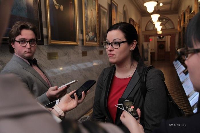 Mêlée de presse avec la nouvelle première ministre, Ariane Hunter-Meunier (c) Simon Vinh