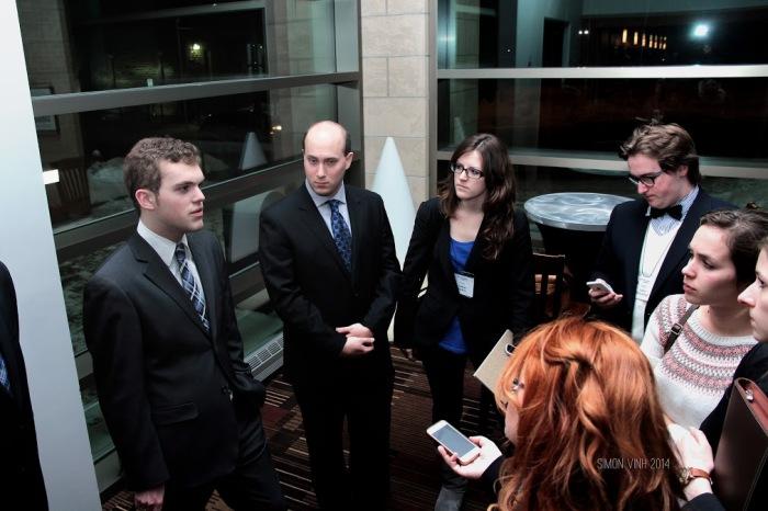À gauche: Gabriel Laurence Brook, porteur du livre blanc sur la qualité de l'éducation au Québec (C) Simon Vinh